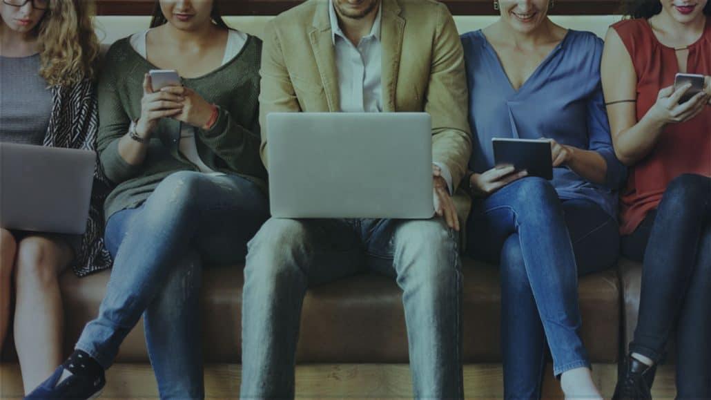 Medarbetare besvarar agil medarbetarundersökning