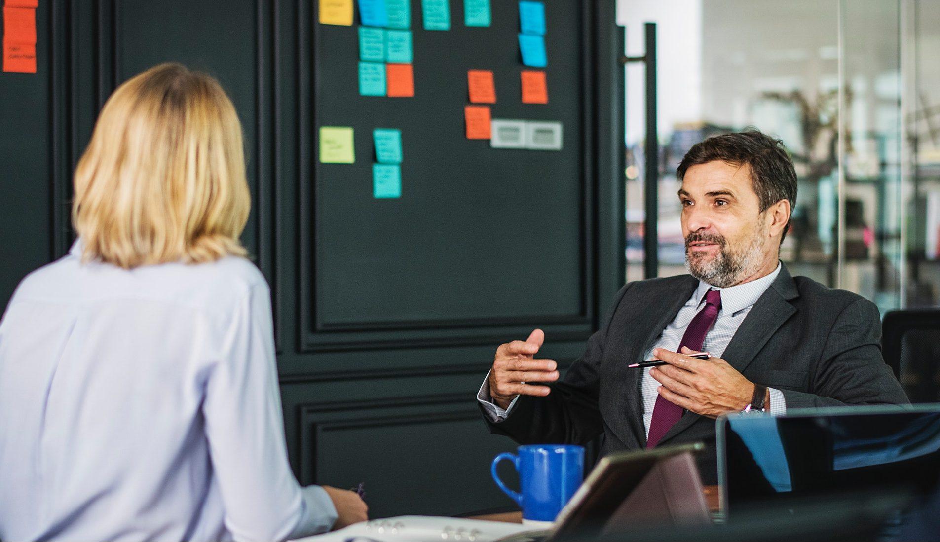 En medarbetarenkät ersätter inte samtalet mellan chef och medarbetare.